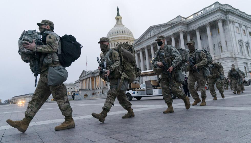 Soldater fra Nasjonalgarden ved kongressbygningen lørdag. Foto: Jacquelyn Martin / AP / NTB