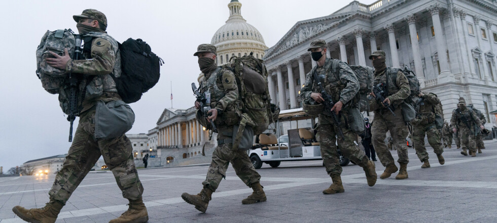 Politi og soldater i USA på tå hev i frykt for mer vold