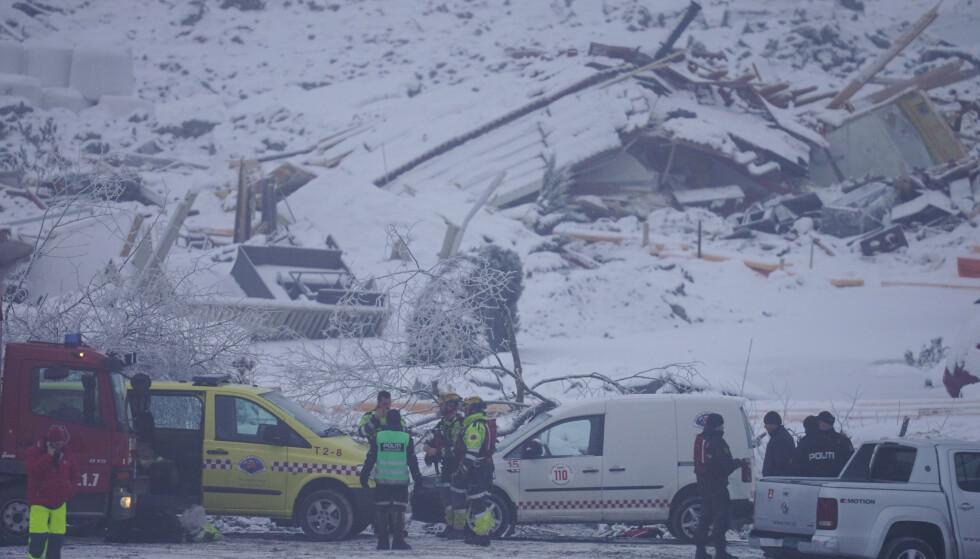 Politiet gjenopptok mandag morgen søk etter de tre siste omkomne i skredområdet i Gjerdrum mandag. Foto: Heiko Junge / NTB