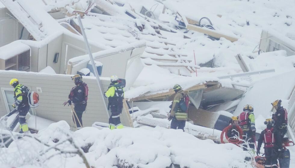 Polititet forsetter søk etter de tre siste omkomne i skredområdet i Gjerdrum tirsdag. Foto: Heiko Junge / NTB.