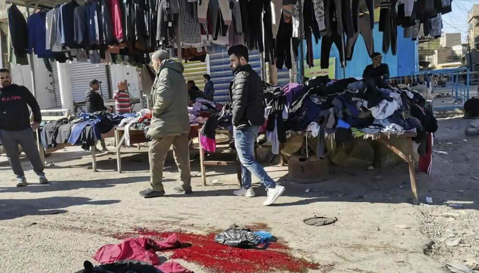 Et handelsområde i Bagdad ble rammet av to selvmordsbomber torsdag. Foto: Hadi Mizban / AP / NTB