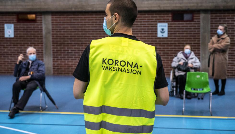 Massevaksinering er i gang flere steder i Norge. Men nye studier kan tyde på at vaksinen ikke er effektiv mot de nye coronavirusvariantene fra Sør-Afrika og Brasil. Foto: Ole Berg-Rusten / NTB