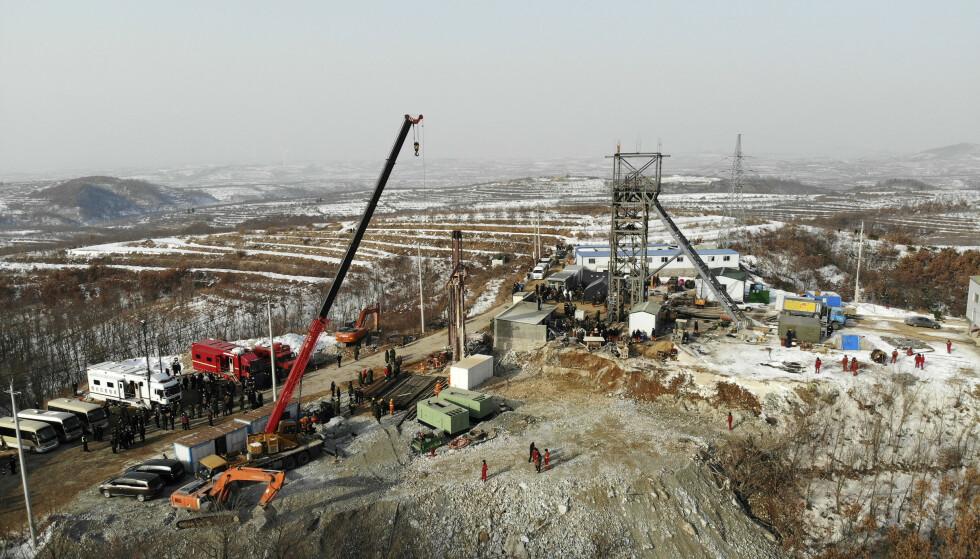 Redningsarbeidet etter eksplosjonen pågår fortsatt, og det kan ta ytterligere to uker før alle gruvearbeiderne er hentet ut. Foto: Wang Kai / Xinhua via AP / NTB
