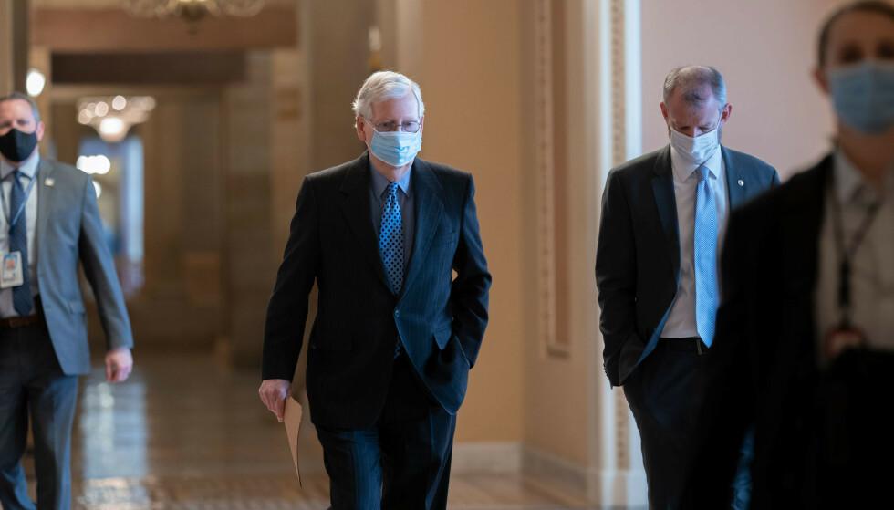 Republikanernes mektige leder i Senatet, Mitch McConnell, blir avgjørende for om nok republikanere stemmer for å dømme Donald Trump i riksrettssaken. Foto: J. Scott Applewhite / AP / NTB