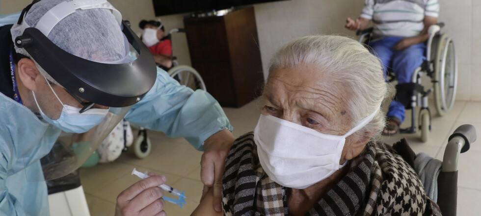 Eksperter: Ingen dødsfall direkte knyttet til coronavaksine