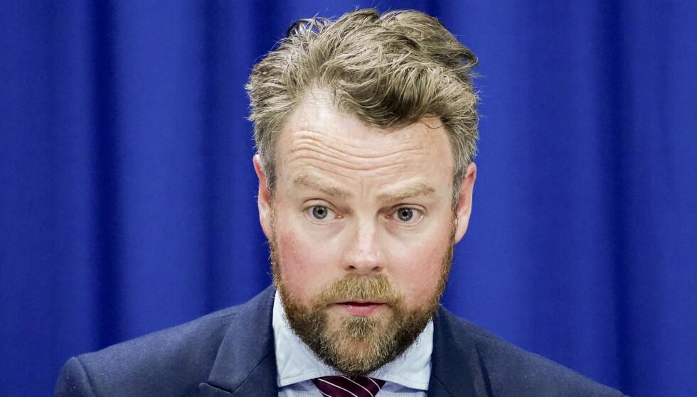 Arbeids- og sosialminister Torbjørn Røe Isaksen (H) kaller spådommene om arbeidsmarkedet «et kjempeparadoks.» Foto: Lise Åserud / NTB