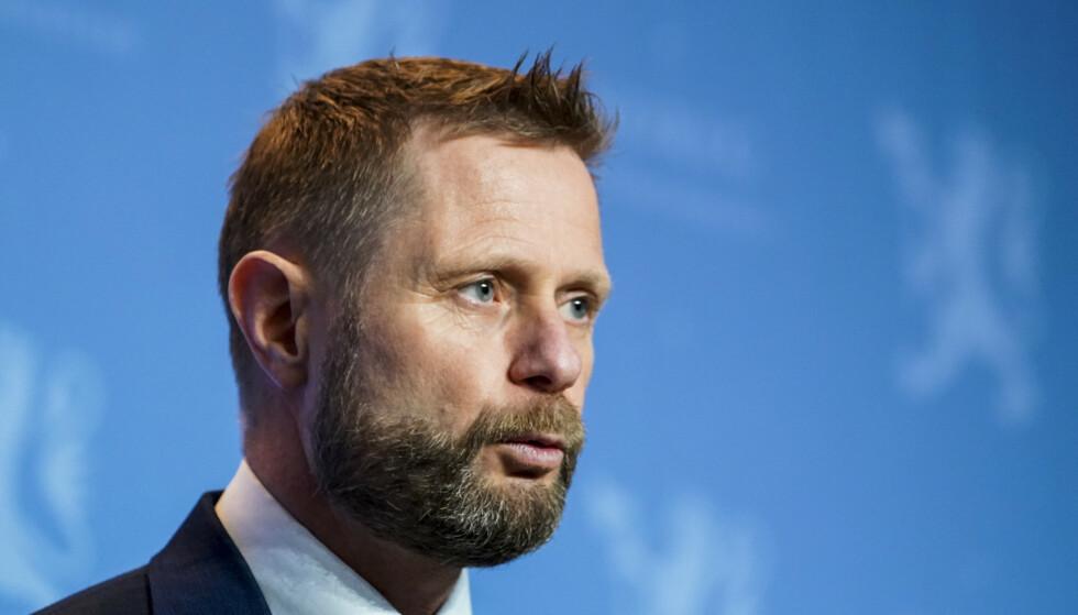 Helse- og omsorgsminister Bent Høie (H) forsikrer om at regjeringen følger med på smittesituasjonen i Østfold. Foto: Terje Pedersen / NTB