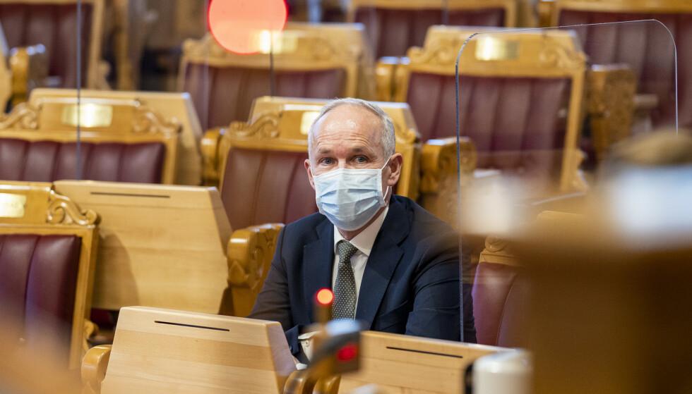 Finansminister Jan Tore Sanner (H) i stortingssalen. Han åpner nå for å diskutere krisetiltak for å bøte på høye strømpriser. Foto: Heiko Junge / NTB