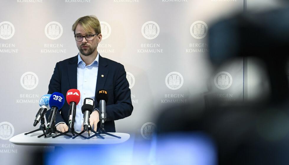 Byrådsleder Roger Valhammer (Ap) holdt torsdag pressekonferanse om virussituasjonen i Bergen. Foto: Marit Hommedal / NTB