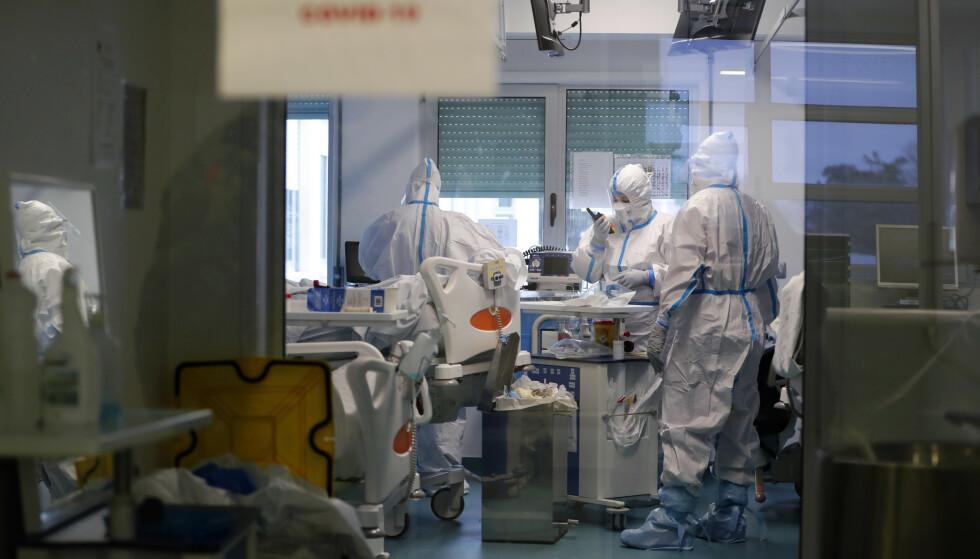 Belastningen covid-19 har for kreftbehandling er stor og fører til flere dødsfall, advarer WHO. Illustrasjonsfoto: Armando Franca / AP / NTB