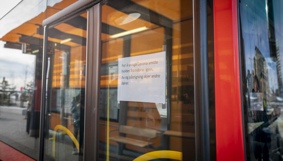 Ruter må innstille flere bussruter i Oslo vest og Bærum fra fredag morgen etter at en ansatt er blitt koronasmittet. Foto: Heiko Junge / NTB