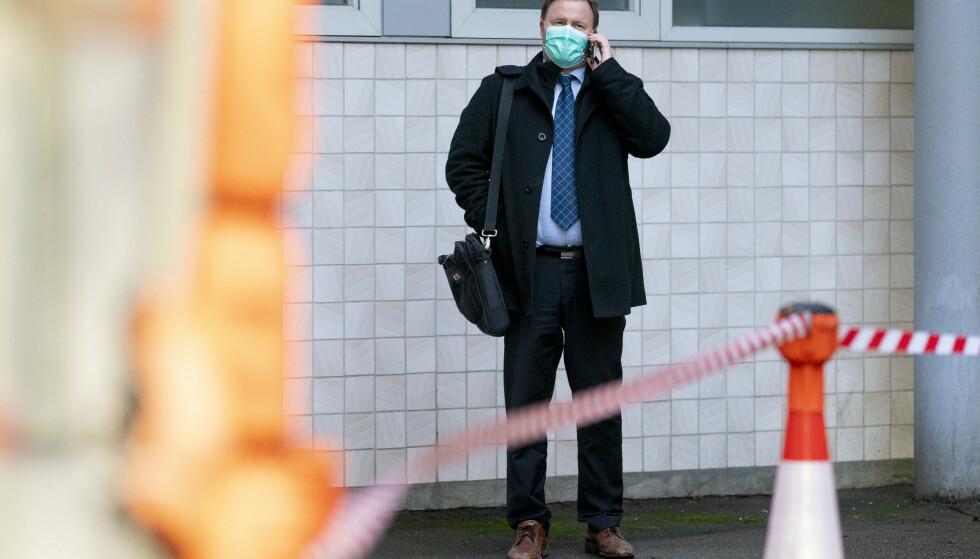 Assisterende helsedirektør Espen Nakstad sier at nedgangen i smitte i Norge nå har flatet ut. Foto: Fredrik Hagen / NTB