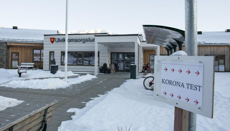 Det er blant annet påvist smitte blant pasienter og ansatte på Ulvik omsorgstun. Foto: Marit Hommedal / NTB