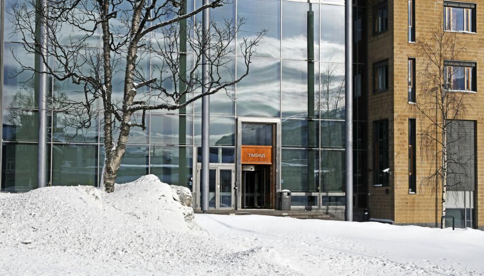En mann må mandag møte i Nord-Troms tingrett, tiltalt for å ha mishandlet og voldtatt kona si. Foto: Rune Stoltz Bertinussen / NTB