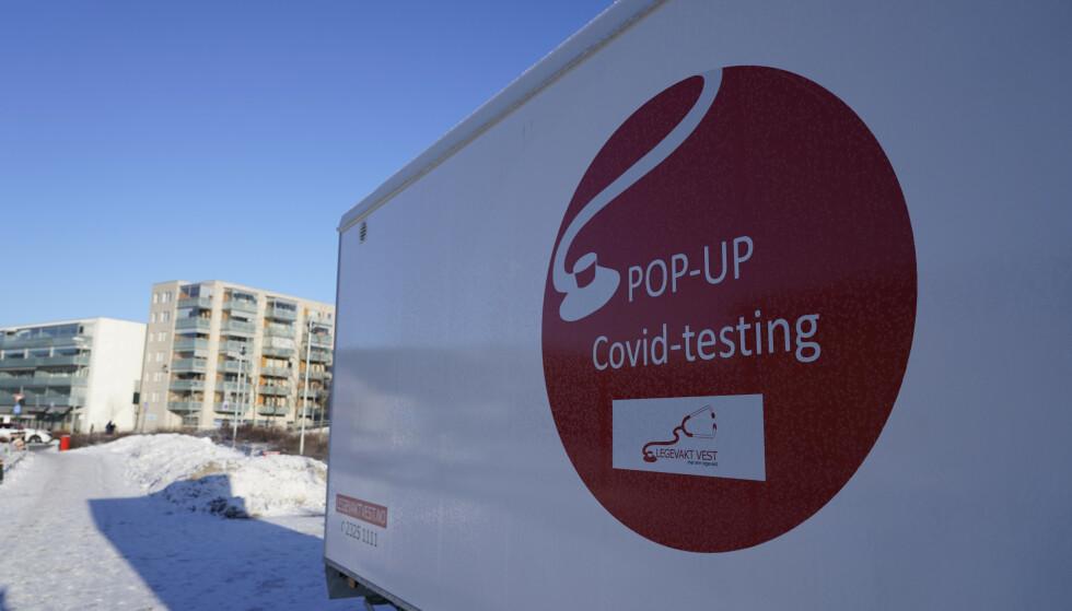 En mobil teststasjon for covid-19 er plassert på Stovner. I den bydelen i Oslo som har høyest registrert koronasmitte. Foto: Terje Bendiksby / NTB