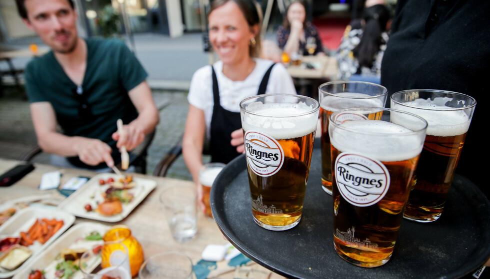 Drammen kommune opphevet fredag forbudet mot å servere alkohol på byens serveringssteder. Illustrasjonsfoto: Vidar Ruud / NTB