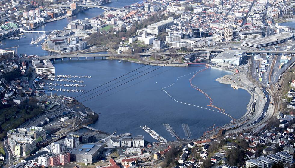 Det er registrert tolv nye tilfeller med mutert virus i Bergen. Foto: Marit Hommedal / NTBBergen 20200328. Store Lungegrdsvannet i sentrum av Bergen. Foto: Marit Hommedal/NTB