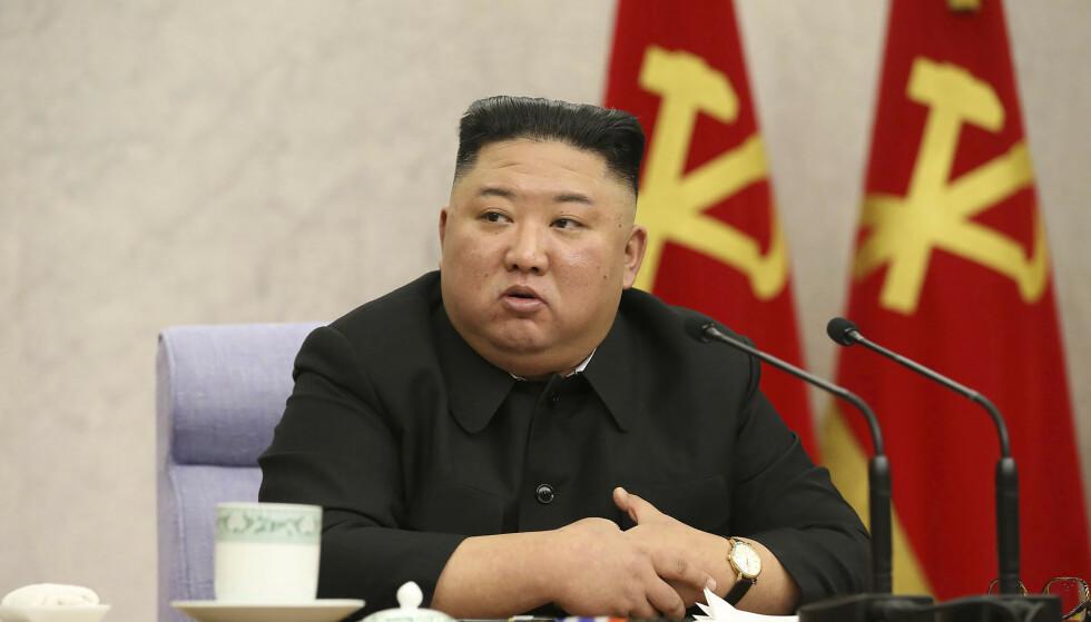 Nord-Korea og Kim Jong-un anklages for å ha forsøkt å hacke Pfizer. Foto: Central News Agency/Korea News Service via AP/NTB