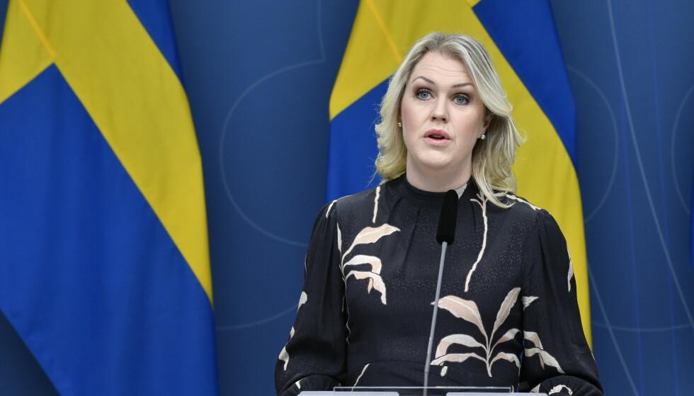 Sosialminister Lena Hallengren presenterte onsdag en rekke lovforslag som innebærer omfattende nedstengninger. Arkivfoto: Jessica Gow/TT / NTB