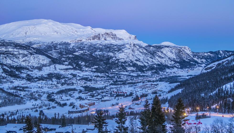 Det er meldt stor snøskredfare flere steder i Norge fremover. Folk som skal på vinterferie på fjellet blir best om å holde seg unna skredterreng, og hyppig sjekke værvarsler og skredfare. Illustrasjonsfoto: Halvard Alvik / NTB