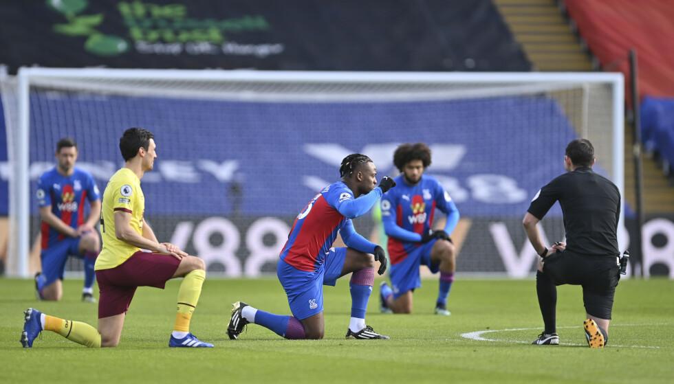 Wilfried Zaha vil ha slutt på kneling før kamp. Foto: AP / NTB