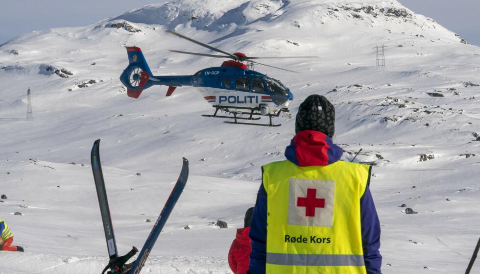 Vinterferien står for tur, nå advarer Røde Kors ved å be folk om å unngå de bratteste toppturene. Foto: Heiko Junge/NTB