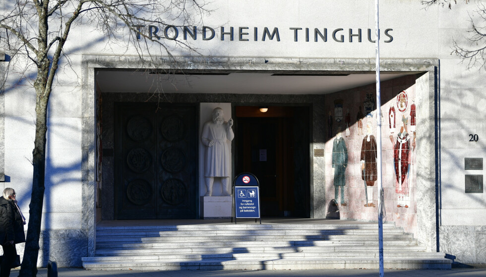 En 34-årig mann ble i Sør-Trøndelag tingrett dømt til elleve års fengsel for å ha drept sin egen mor. Mannen erkjenner de faktiske handlingene, men har hele tiden nektet straffskyld. Foto: Ole Martin Wold /NTB