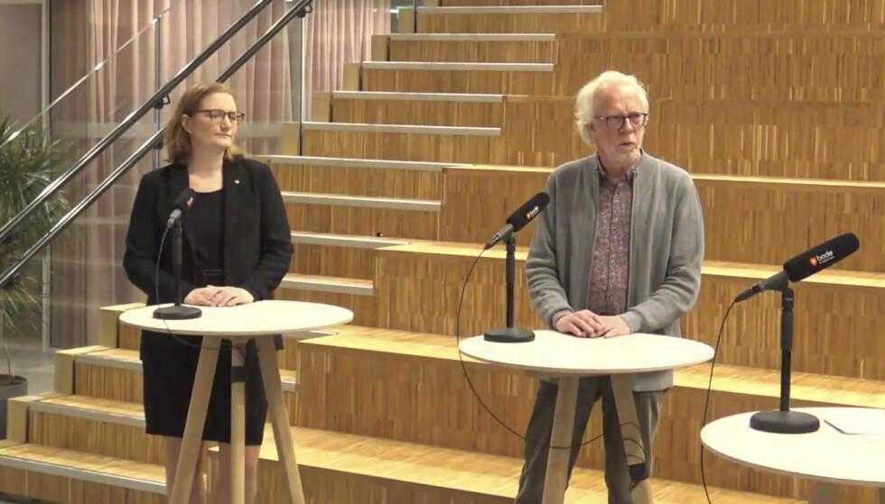Ordfører Ida Maria Pinnerød (Ap) og kommuneoverlege Tor Claudi advarer mot både falske smittesporere og falske vaksiner i Bodø. Foto: Skjermdump fra sending fra Bodø kommune / NTB