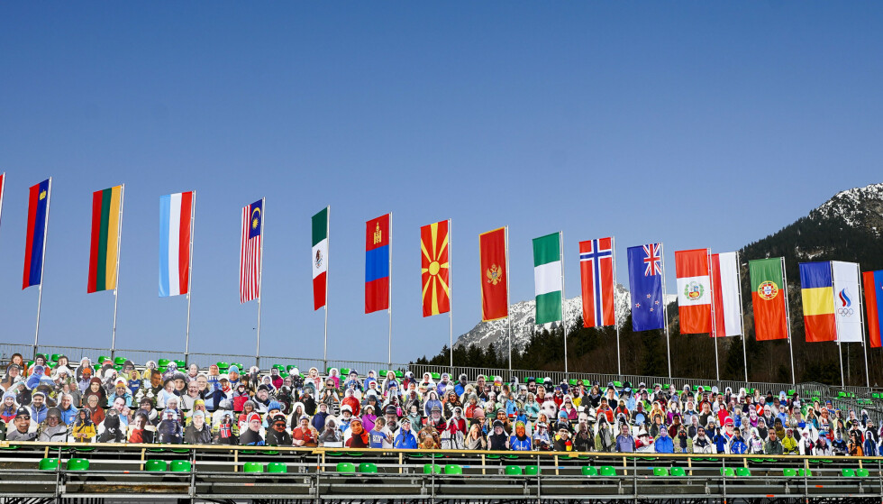 «Publikum» er alt på plass i målområdet i langrenns anlegget hvor VM på ski i Oberstdorf skal arrangeres. Foto: Lise Åserud/NTB