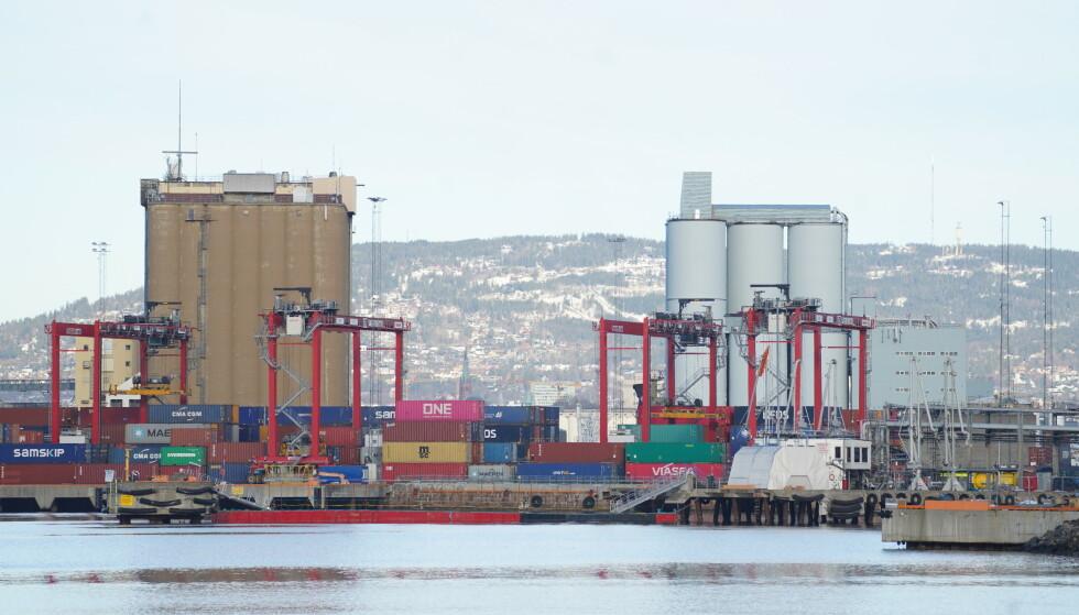 En person ble fredag morgen kritisk skadd i en arbeidsulykke på havneanlegget på Sjursøya. Foto: Ole Berg-Rusten / NTB