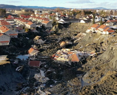 Image: Flere bygninger har rast