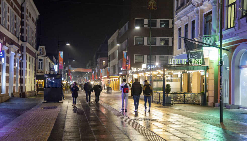 Kristiansand 20210220.  Det er økende korona smitte på Sørlandet som her i Kristiansand. Fra Markens gaten i Kristiansand lørdags kveld. Foto: Tor Erik Schrøder / NTB