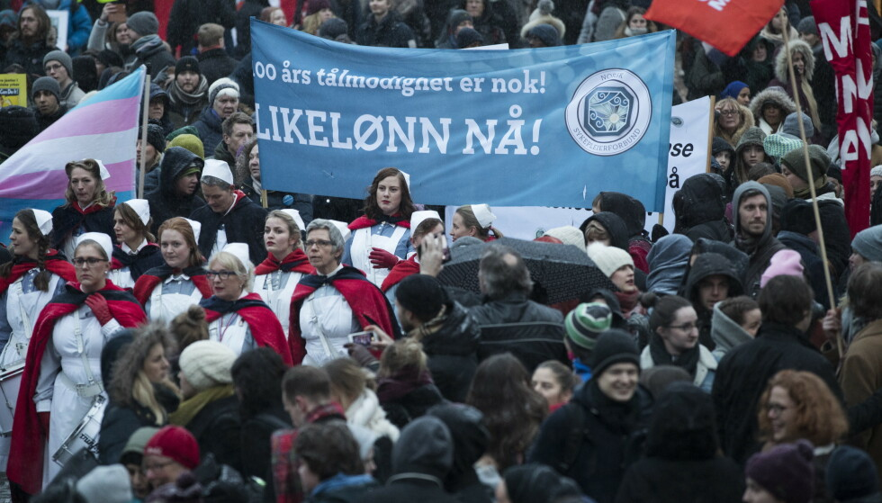 I år etter år har kvinner marsjert i 8. mars-tog med krav om likelønn. Nå kan koronakrisen ha satt kampen mange år tilbake. Foto: Berit Roald / NTB