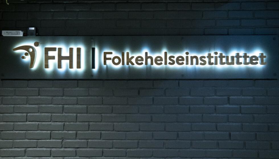 Tirsdag morgen klokken 8 vil Folkehelseinstituttet (FHI) orientere om endrede anbefalinger knyttet til vaksineringen. Foto: Fredrik Hagen / NTB