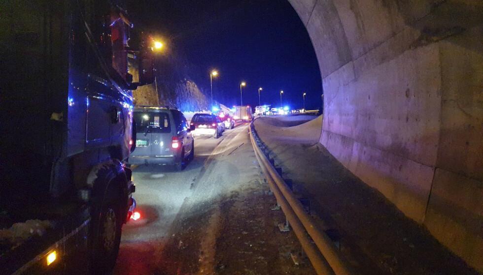 To omkom og tre ble skadd i en møteulykke på E6 i Alta tirsdag kveld. Foto: Dennis Bjerring, Altaposten / NTB.