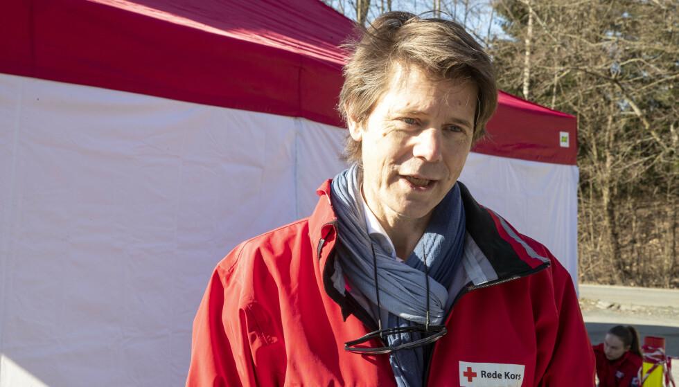 Generalsekretær Bernt G. Apeland i Røde Kors er bekymret for de langsiktige konsekvensene av koronapandemien. Foto: Terje Pedersen / NTB