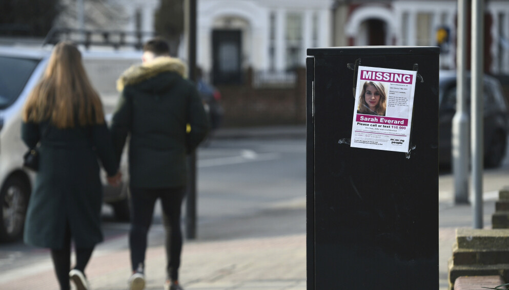Sarah Everard er etterlyst, blant annet med plakater som ber om informasjon om hva som kan ha skjedd med henne. Foto: Kirsty O'Connor / PA / AP / NTB