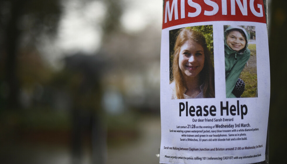 En savnetplakat med bilde og informasjon om Sarah Everard i Clapham i London. Foto: Victoria Jones / PA via AP / NTB