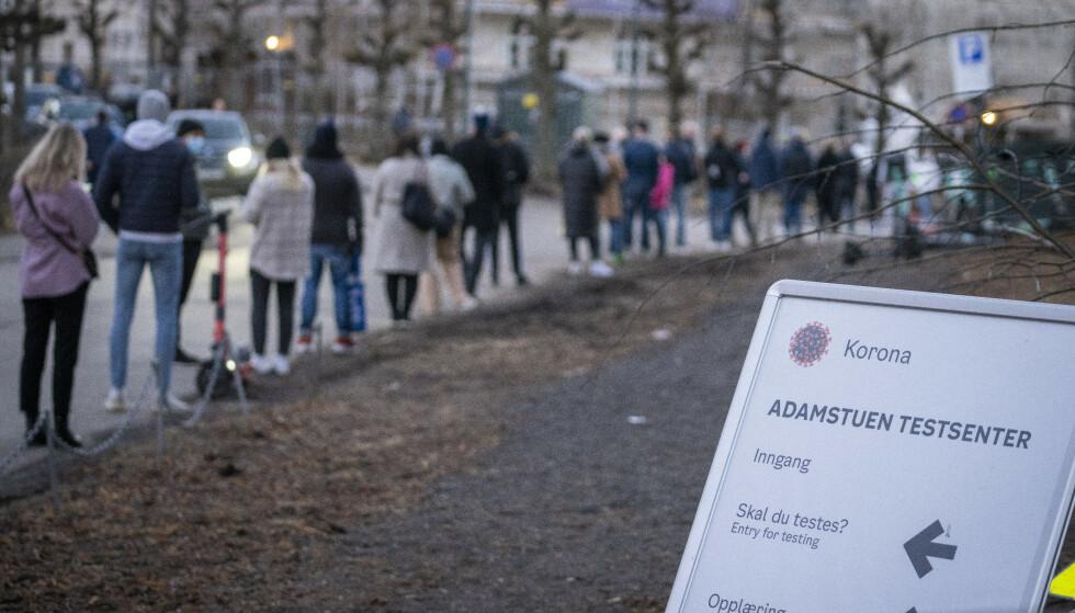 Lang kø for å ta coronatest på Adamstuen i Oslo nylig. Foto: Heiko Junge / NTB.