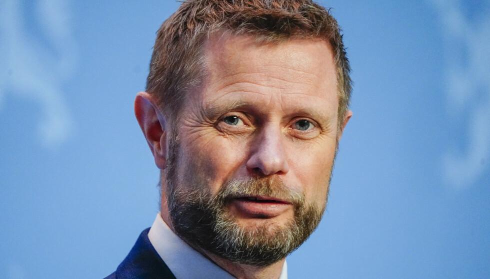 Helse- og omsorgsminister Bent Høie (H) legger fram ni råd for hvordan nordmenn skal oppføre seg for å hindre økt smittespredning i påsken. Foto: Lise Åserud / NTB