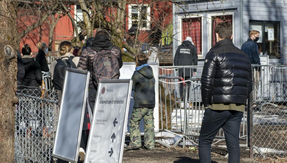 Kø for coronatesting ved Adamstuen i Oslo tidligere denne uka. Foto: Terje Pedersen / NTB