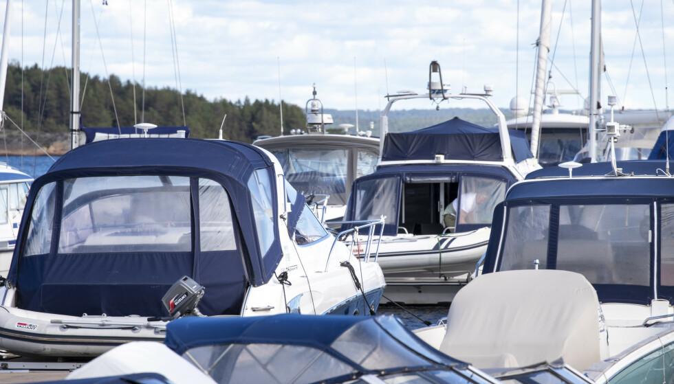 Den økende coronasmitten i mange byer og tettsteder langs kysten kan sørge for en begrenset sesongstart for båtfolket, som gjerne sjøsetter båten ved påsketider. Flere gjestehavner har meldt at de kommer til å være stengt i påsken, eller vurderer å stenge. Illustrasjonsfoto: Terje Pedersen / NTB