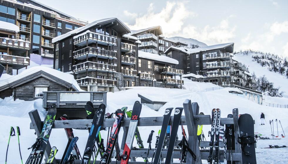 Skigaarden i Hemsedal Skisenter må holde stengt i påsken. Det har blant annet ført til at flere ansatte har blitt permittert. Foto: Halvard Alvik / NTB