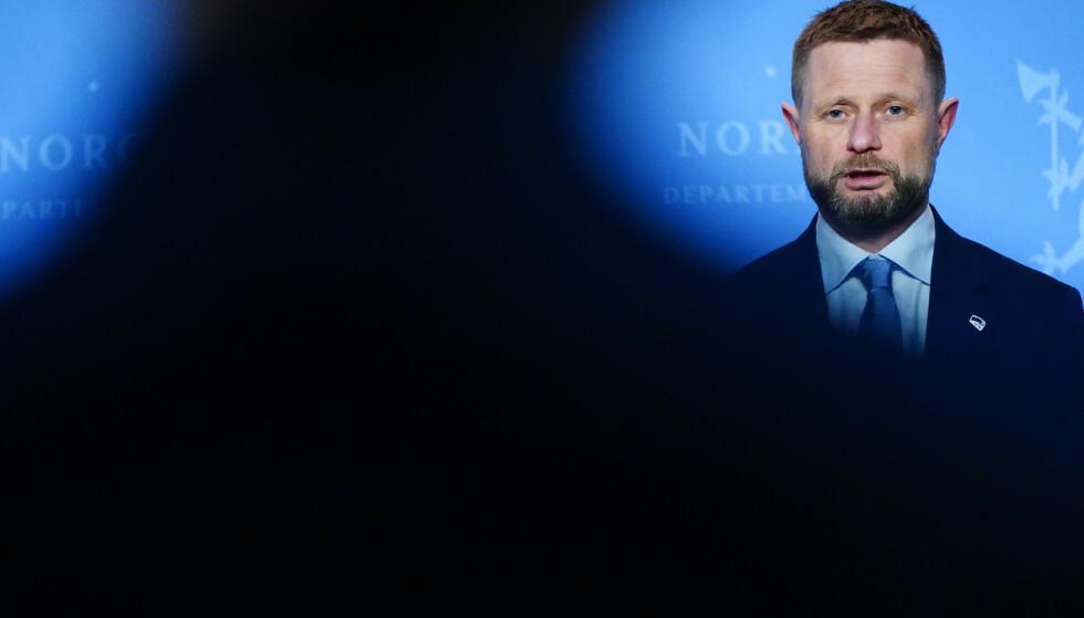 Helse- og omsorgsminister Bent Høie holdt pressekonferanse om koronasituasjonen tirsdag kveld. Foto: Lise Åserud / NTB