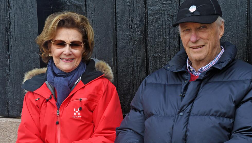 Dronning Sonja og kong Harald fotografert på Kongsseteren i Oslo der de skal tilbrakte fjorårets påske. Foto: Sven Gj. Gjeruldsen / Det kongelige hoff