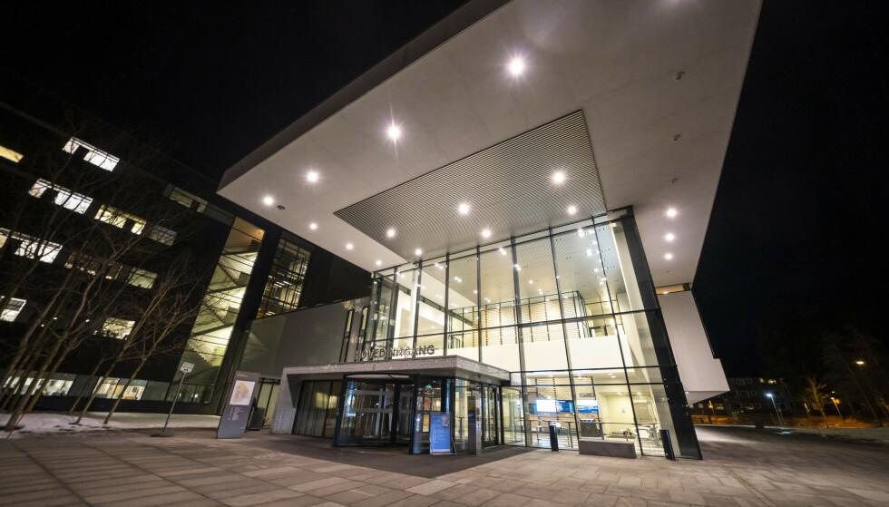Kapasiteten på intensivavdelingen ved Akershus universitetssykehus er sprengt, og pasienter sendes nå til andre sykehus. Foto: Heiko Junge / NTB