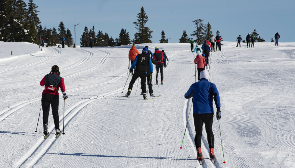 Skiløpere på Østlandet kan vente seg det beste været i påskeuka, som her ved Sjusjøen i Innlandet i mars i fjor. Foto: Geir Olsen / NTB