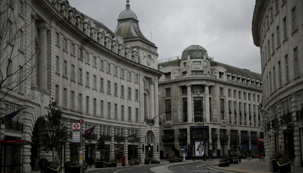 Statsminister Boris Johnson planlegger sammen med regjeringen full gjenåpning av samfunnet i sommer. Det vil si ingen flere tomme gater. Her i Regent Street, i sentrum av London. Arkivfoto: Matt Dunham / AP / NTB