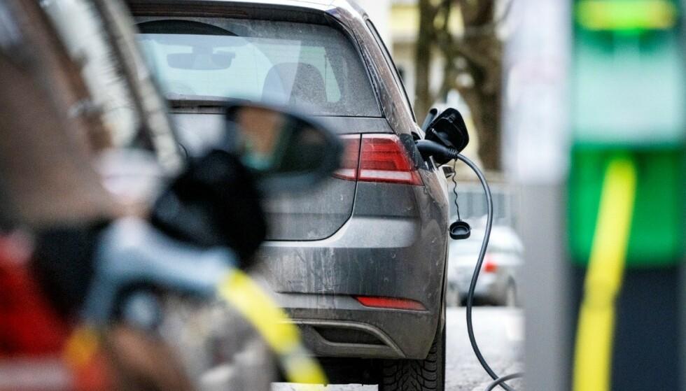Vårt Oslo kunne 1. april melde at «ny forskning» viser at menn ikke bør kjøre elbil på grunn av at det kan føre til dårligere potens. Illustrasjonsfoto: Gorm Kallestad / NTB