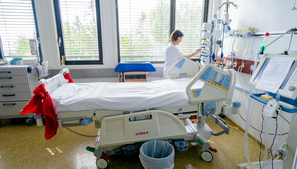 Assisterende avdelingssjef, Astrid Gjerland, ved avdeling for anestesi, intensiv, operasjon og akuttmottak ved Bærum sykehus i kohort stuen til coronapasienter på intensivavdelingen. Sykehuset går mot en normalsituasjon etter å ha vært i høy koronaberedskap. Foto: Stian Lysberg Solum / NTB